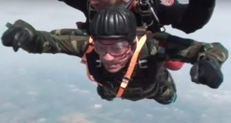 Fu un paracadutista della II Guerra Mondiale: a 96 anni decide di lanciarsi di nuovo