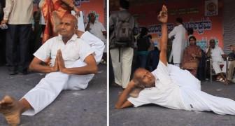 80 anni e non sentirli: l'elasticità di quest'uomo fa impressione