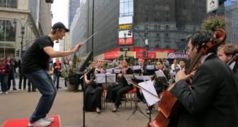 Passanti che dirigono un'orchestra