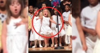 Jahresabschlussfeier: dieses vierjährige Mädchen stiehlt all ihren Mitschülerinnen die Show