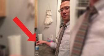 Un professore vieta un gioco ai suoi studenti: 20 giorni dopo si presenta in classe con una sorpresa