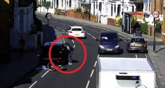 Un voleur vide une voiture en pleine route, mais le destin lui réserve une bien mauvaise surprise...