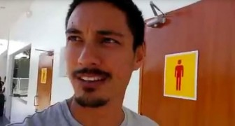 Hij stopt onderweg om naar het toilet te gaan: wat hij daar aantreft, moet hij gewoon filmen!