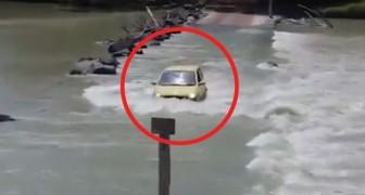 Il fiume in piena non gli bastava: quest'uomo rischia la vita due volte in pochi secondi