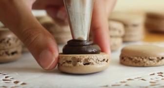 Croccante biscotto e morbido ripieno al cioccolato: la ricetta semplice per fare i macaron