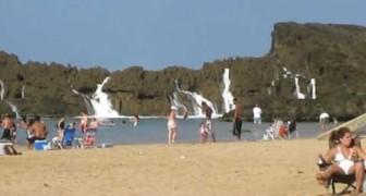 Sie entspannen sich am Strand, aber was dann passiert, bringt euch zum Schreien