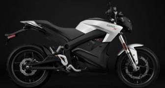 Una nuova moto elettrica sul mercato: fa più di 300 km in città e si ricarica in meno di un'ora