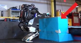 Uno dei robot umanoidi più sofisticato che esista: le sue abilità motorie sono surreali!