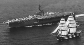 In 1962 voer een Amerikaans vliegdekschip langs een beroemd zeilschip en stuurde het een bericht dat de geschiedenis inging