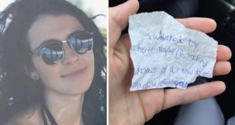 Elle demande à un sans-abri de s'asseoir et de manger avec elle: à la fin, il lui laisse un message bouleversant