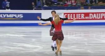 Broer en zus schaatsen op de piste en veroveren het publiek met hun unieke prestatie