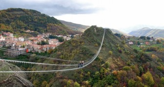 Pont vers la Lune : une des ponts tibétains les plus spectaculaires d'Europe