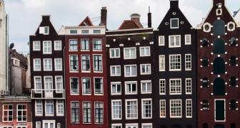 Savez-vous pourquoi les maisons dans le centre d'Amsterdam sont étroites, longues... et penchées?