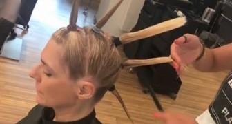 Ze verdeelt het haar in strengen en begint te knippen: dit is de truc van de kapster die je meteen thuis moet uitproberen!