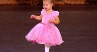 Il balletto della Piccola bambina di 2 anni