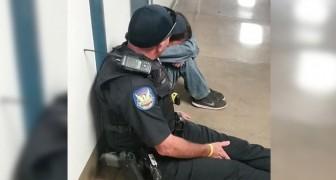 Un bambino piange nel corridoio della scuola: il gesto dell'ufficiale meriterebbe una medaglia