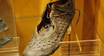 Ritrovata una scarpetta romana finemente decorata di 2000 anni: lo stato di conservazione è incredibile