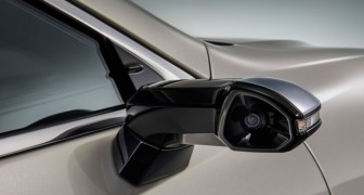 La Lexus ES 2019 è la prima auto senza gli specchietti laterali: verranno sostituiti da telecamere