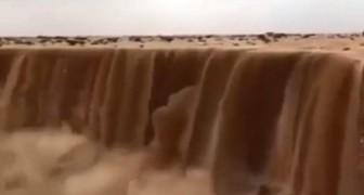 In Saudi-Arabien sind die Wasserfälle aus Sand: ein Phänomen, das ebenso spektakulär wie bedrohlich ist.