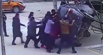 Le azioni degli eroi ripresi in questo video vi restituiranno la fiducia nel genere umano