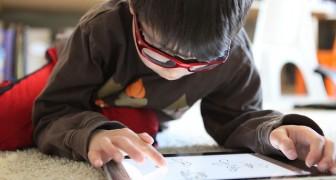 Jouer avec une tablette plus de deux heures par jour nuirait au développement cognitif de l'enfant