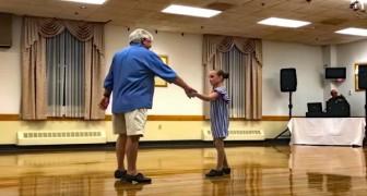La bambina sceglie il nonno di 72 anni come partner del saggio di danza e il risultato è incredibile