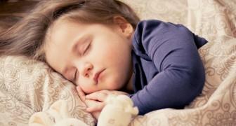 Mettere i figli a letto presto fa bene alla salute mentale delle mamme, parola di pediatra!