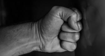 Gli uomini che si percepiscono meno mascolini tendono ad essere più aggressivi e violenti