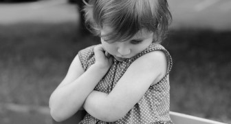 10 kindliche Verhaltensweisen, die auf ein geringes Selbstwertgefühl hinweisen.