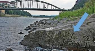 """Als je me ziet, zul je huilen"""": de verontrustende boodschap die op een steen was gegraveerd, kwam tevoorschijn vanwege de droogte"""