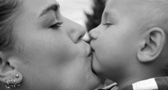 È giusto baciare i propri i figli sulla bocca? Il dibattito sta dividendo gli psicologi infantili