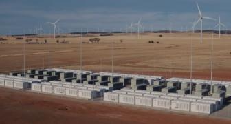 In Australia, la più grande centrale di batterie Tesla al mondo ha fatto risparmiare 40 milioni di dollari in 12 mesi