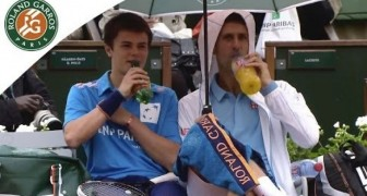 The great Novak Djokovic show with a ball boy during the french open