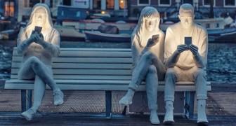 Notre obsession pour les smartphones se résume en une seule sculpture puissante