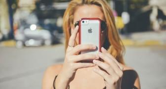 Senza smartphone per un anno: un'azienda ha promesso 100.000 dollari a chi ci riuscirà