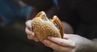 Non dormire la notte aumenta la voglia di cibo spazzatura: scoperto un nuovo meccanismo che favorisce l'obesità