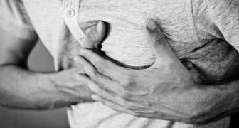 Che cos'è quel dolore acuto al petto che si avverte di tanto in tanto?