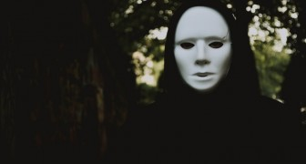 Les personnes cruelles, tôt ou tard, perdent toujours le masque de la bonté