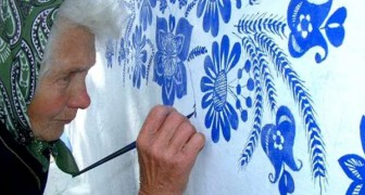This woman is 87 years old and paints the houses in her hometown  to make the world a better place