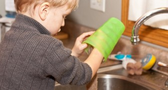 I bambini che aiutano nelle faccende domestiche diventano adulti più autonomi e responsabili