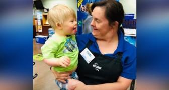 Chaque semaine, ce petit va faire les courses avec sa mère pour rencontrer sa meilleure amie