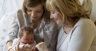 Mentre tutti si concentrano sul neonato appena nato, la nonna si concentra su sua figlia