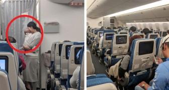 Antes de decolar, uma mãe distribui pacotinhos para os passageiros: o conteúdo surpreendeu a todos