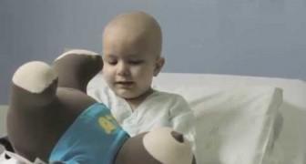 O ursinho Elo leva mais alegria para as crianças do Hospital Amaral Carvalho