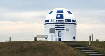 Ein deutscher Professor streicht ein Observatorium wie R2-D2, den schönen Star Wars-Roboter