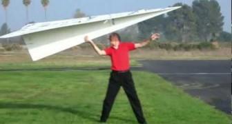 Voici l'aéroplane en papier les plus grand du monde