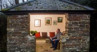 On dirait l'intérieur d'une maison, mais c'est un arrêt de bus : dans ce village, on a créé un petit bijou !