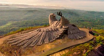Het is het beeldhouwwerk van een van de grootste vogels ter wereld: na 10 jaar werk is het hier eindelijk in al zijn pracht