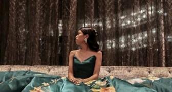 Dit meisje heeft de jurk voor haar diploma-uitreiking met de hand geverfd: het resultaat is de beste kunstmusea waardig