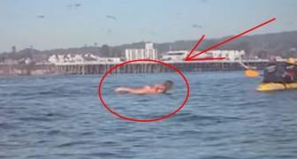 Surferin wird fast von Wal verschluckt